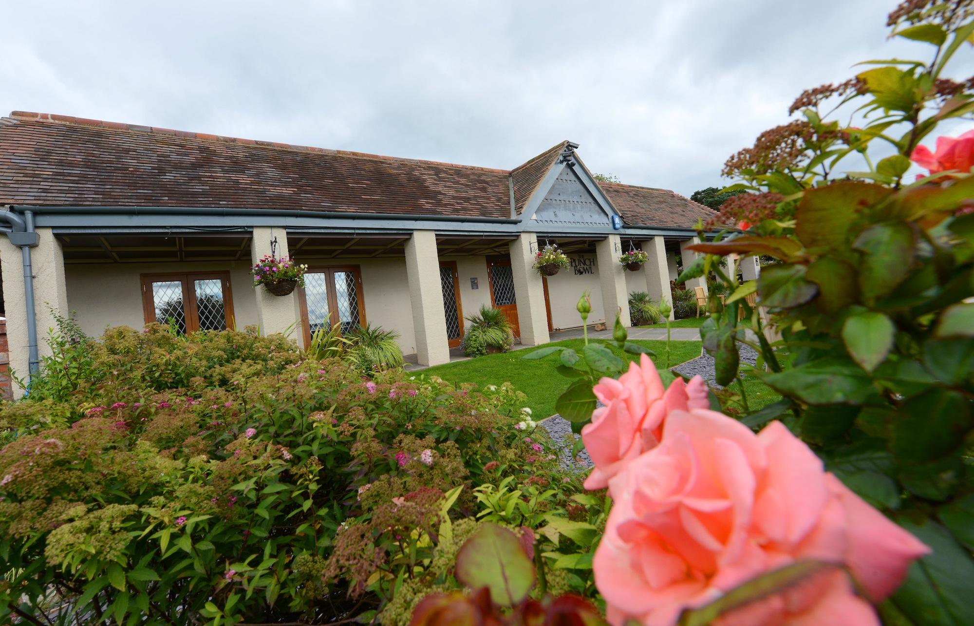 The Punch Bowl Inn, Bridgnorth. Summer gardens
